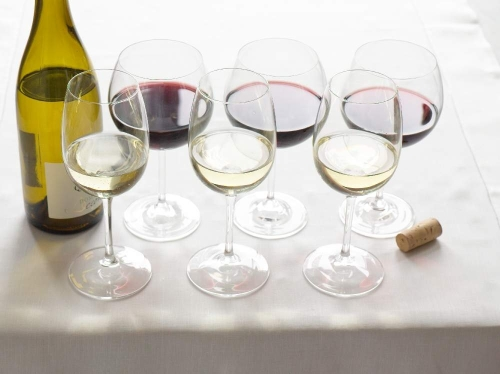 6-glasses-on-white-tablecloth1